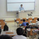 メディア表現学科の専門教育科目「音とメディア」にてゲスト講義を実施しました!